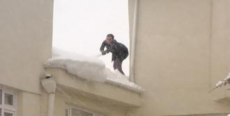 Çatıda Korkutan Temizlik