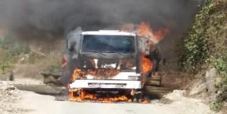 Çayeli'nde Beton Mikseri Yandı