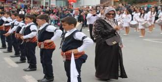 Çayırova'daki Kutlamada Bıçaklı Kadın Paniği