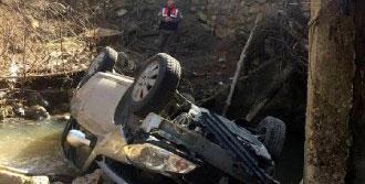 Otomobil Dereye Uçtu: 1 Ölü, 3 Yaralı