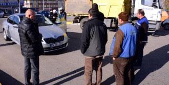 Makam Aracına Belediyenin Kamyonu Çarptı