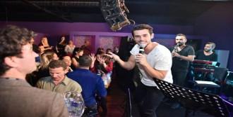 Cem Belevi, İzmirli Meslektaşının Mekanında Konser Verdi