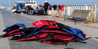 Çeşme'de 34 Kaçağı, Sahil Güvenlik Kurtardı
