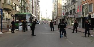 Çevik Kuvvet Polisi Top Oynadı