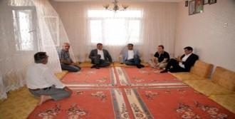 CHP'li Heyet, Katliamın Yaşandığı Köyde