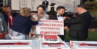 Chp İzmir'de Renkli Yıldönümü Kutlaması