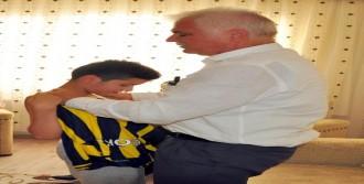 Chp'li Ağbaba, Şehit Çocuklarına İmzalı Fenerbahçe Forması Gönderdi
