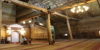 Çivisiz Cami, 8 Asırdır Ayakta