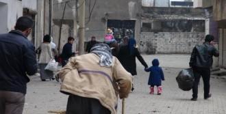 Cizre'de Bazı Aileler Camiye Sığındı