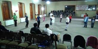 Çocuklara Kafkas Dansları Öğretiliyor