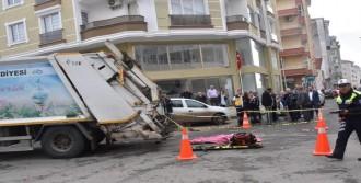 Çöp Kamyonu Çarpan Kadın Öldü