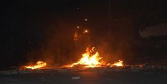 Çorlu'da Göstericiler Polisi Taşladı