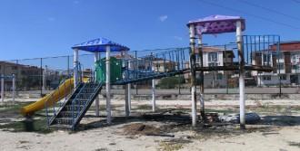 Çorlu'da Parktaki Oyun Grupları Ve Spor Aletleri Yakıldı