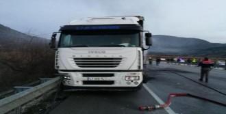 Otobüs ile TIR çarpıştı: 6 ölü, 19 yaralı