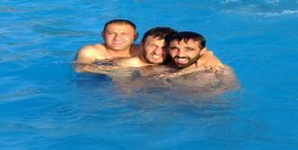 Çukurcalılar Yarı Olimpik Havuzda Serinliyor