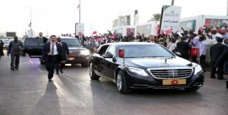 Sudan Sokaklarında Sevgi Gösterisi