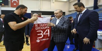 Erdoğan'dan Millilere Moral Ziyareti