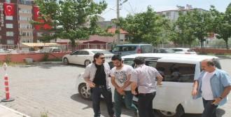 'Niye Gelmiş' Dedi, Gözaltına Alındı