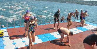 Yüzme Yarışı Dünya Birincisi Oldu