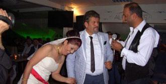 20 Yıl Sonra Beyaz Gelinlik Giydirdi Düğün Yaptı