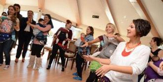 Bebekleri İle 'Kanguru Dansı' Yaptılar