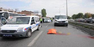 Yolun Karşısına Geçerken Minibüs Altında Öldü