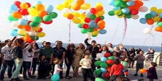 Balonla 'Mezhepçiliği Bırakın' Mesajı