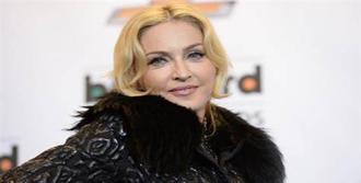 Madonna:Suriye'den Uzak Durun