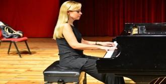 Dalkılıç'tan Söyleşili Piyano Resitali
