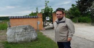 Müslüman Mezarlığına Saldırı