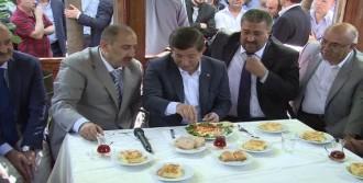 Davutoğlu, Taksicilerle Menemen Yedi