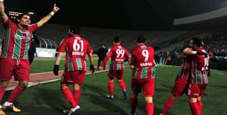 Karşıyaka'da Yeniler Kulübede