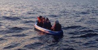 Plaj Botuyla Denize Açılan 4 Kaçak Kurtarıldı