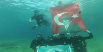 Deniz Altında Bayrak Açıp, Şehitleri Andılar