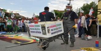 Denizli'deki Kutlamalarda Slogan Gerginliği