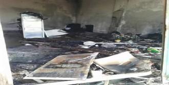 Derecik'te HDP Binası Ateşe Verildi