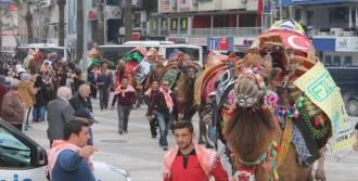 Develerle Kortej Yürüyüşü