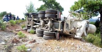 Devrilen Beton Mikserinin Şoförü Yaralandı