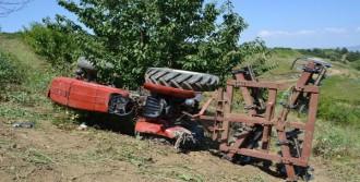Devrilen Traktörünün Altında Kalarak Öldü