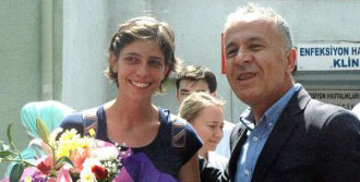 İtalyan Kadın Çiçeklerle Uğurlandı