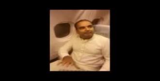 Eski Bakanı Uçaktan Attılar!
