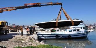 Didim'de Sahipsiz Ve İsimsiz Tekneler Toplandı