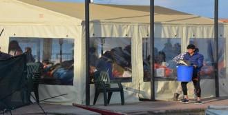 Dikili'de Denizde 49 Sığınmacı Yakalandı