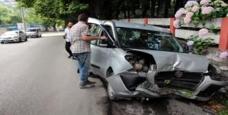 Direksiyon Başında Tansiyonu Düşünce Kaza Yaptı