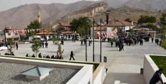 Cumhuriyet Meydanı Törenle Açıldı
