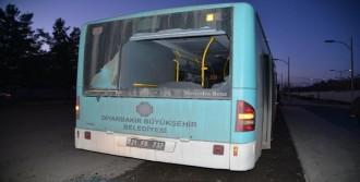 2 Yolcu Otobüsü Kurşunlandı