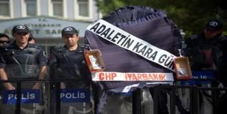 Diyarbakır'da CHP'nin Çelengine Polis Engeli