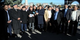 Diyarbakır'da Hendeklere Tepki