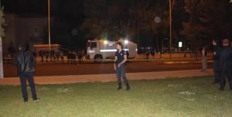 Valilik Önünde Polislere Ateş Açıldı