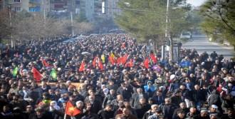 Trene PKK Flaması Asıldı